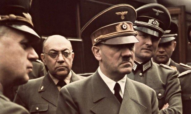Hitler-with-his-doctor